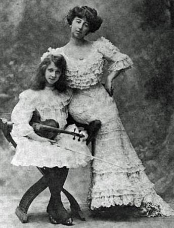 Annie Vivanti e la figlia Vivien Chartres